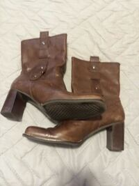 pair of brown leather boots Oklahoma City, 73170