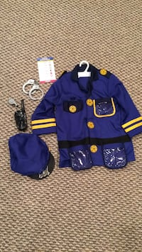 Melissa and Doug police costume Churchill, 15235
