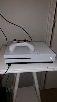 Xbox one s with controller + 3 games 500GB (basically new with box) Rockville, 20850