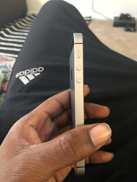 iPhone 5 se brand new no cracks or scratches   Severn, 21144