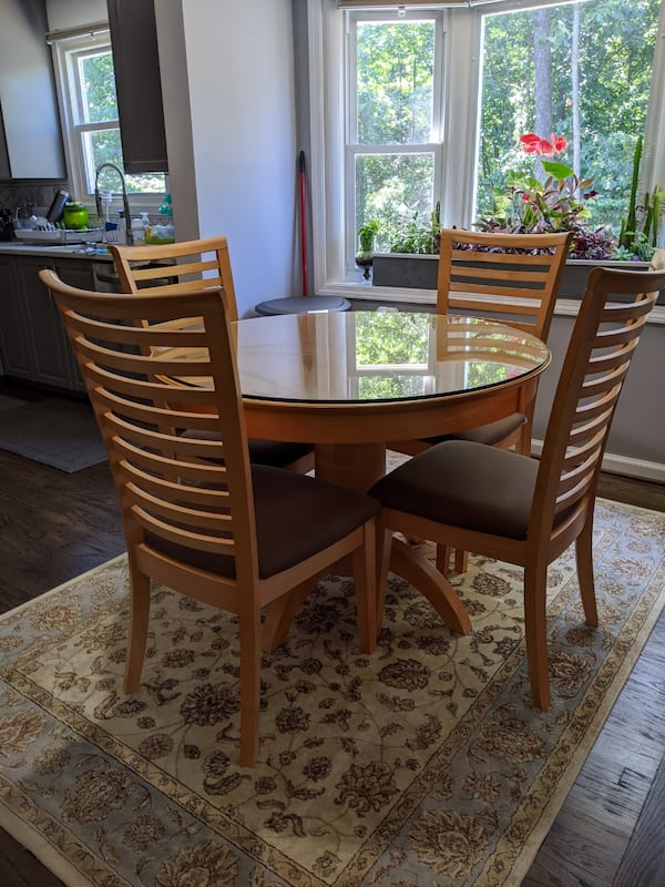 Breakfast table and four chairs  7740cf31-335d-4a15-8950-37ce0dfe00c2