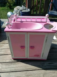 Doll closet bathtub little table to eat on Chilton, 76632