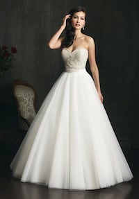 Wedding Dress Allure 9055 Brampton, L6V 0X5