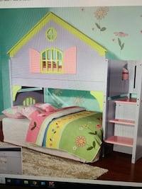 Girls dream doll house bunk bed! Paid 1400$ for this bed and it is truly breathtaking but we are moving and it wont fit in their new room. Like new condition! Pick up by Barfied Elementary off of veterans! Murfreesboro, 37128