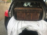 Trunk needs to be refurbished and needs to be picked up in philly Blackwood, 08012