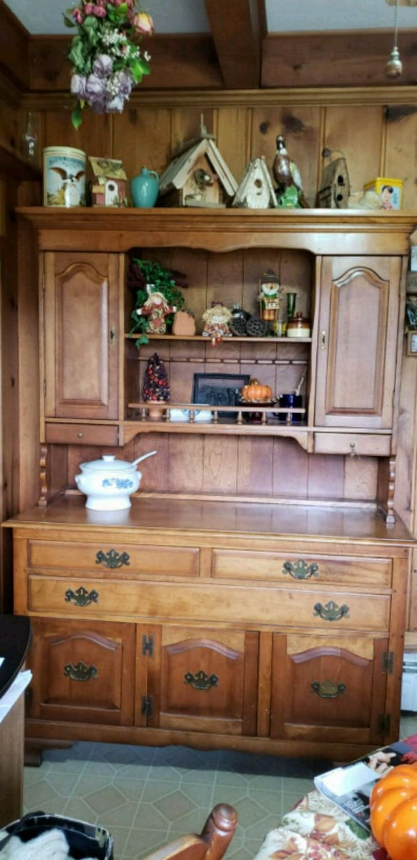 Kitchen hutch with drawers and cabinets. aaf4000f-55e8-442d-b4a4-b662570855c7