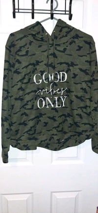 Army: Good Vibes Only crop pull over