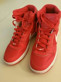 Nike pair of shoes  US size 9 Toronto, M4H 1P2