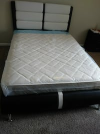 Queen bed with mattress $350 Miami, 33179