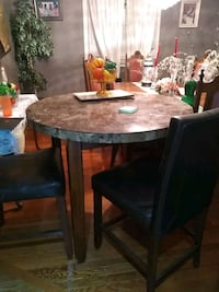 Pub style table & 4 chairs Pickering, L1V 4R1