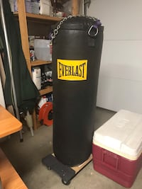 black Everlast heavy bag with stand Morgan Hill, 95037