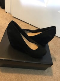 pair of black suede platform pumps Black shoes ( APT.9)  .. confortable size 7.5 new just open box .. and i still have the box Centreville, 20121
