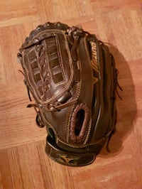 "Mizuno 12.5"" leather baseball glove RH $45 Barrie, L4M"