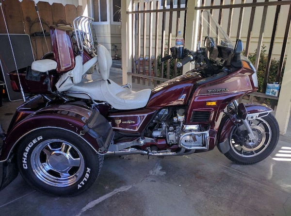 Used Maroon And White 3 Wheel Motorcycle For Sale In