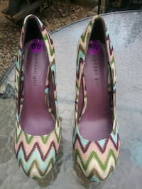 Womens size 8.5 pumps