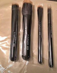 MAC makeup brush set . cosmetic