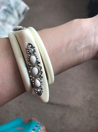 white and silver-colored bracelet