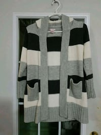 Girls sweater size 10/12 Brampton, L6S 2L7