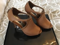 WHBM PEEP TOE HEELS SIZE 6 Niagara-on-the-Lake, L0S