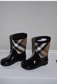 Burberry rain boots new  Shelby Township, 48316