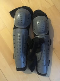 pair of black-and-gray flippers 溫哥華, V6E 1J3