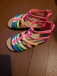 New* size 8 sandals Milwaukee, 53206