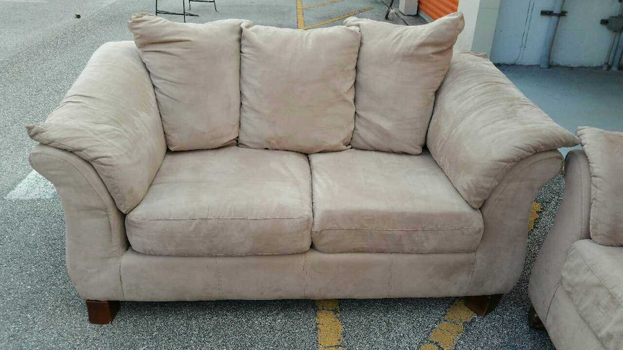 Used Large 2 Peice Sofa And Loveseat Set In Orlando