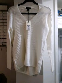 Off white New sweater size medium  Newmarket, L3Y