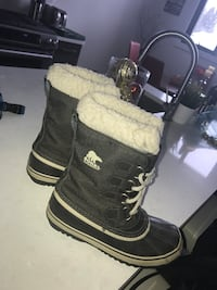 Grey and white sorel boots Sz7