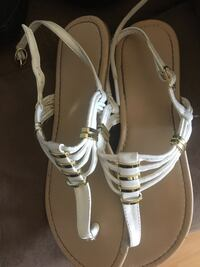 White sandals 8 $5 Calgary, T2A 6Y8