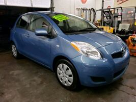 2009 Toyota Yaris S 5-Door Liftback AT