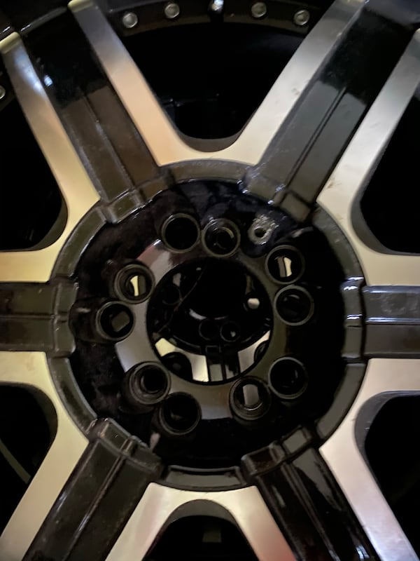 22 inch rims Crave Alloy. 5 lug nuts. Some of the screws missing but rim is in good condition bace2864-4f5f-43b2-8b88-670160ba0e99