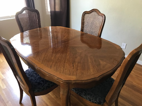 Antique Thomasville Wood Dining Table with 2 leaves and 4 chairs