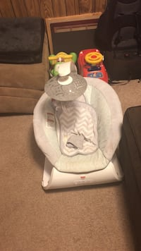 Baby's white and gray fisher-price bouncer Brooklyn Park, 55445