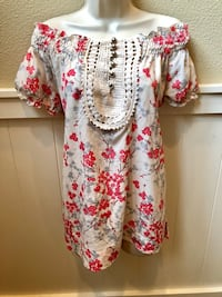 Beautiful BCBGmaxazria off the shoulder blouse! Size M Las Vegas, 89135