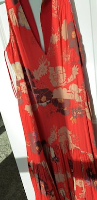 Red and white floral dress Tampa, 33602