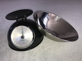 Starfrit Kitchen Scale with Stainless Steel Bowl ( brand new).