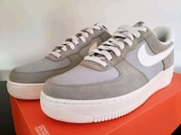 Airforce 1 Low mens size 9 Mississauga, L5E 3K2