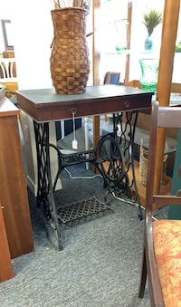 Antique Desk with a Singer sewing machine base Port Richey, 34668