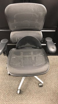 Office chair. Sold as is. Pick up Monday - Friday 8:30-4:30  Bakersfield, 93308
