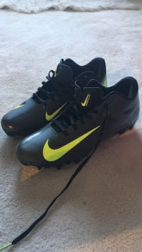 Black-and-yellow nike soccer cleats size 11.5 mens Richmond, V6X 3E9