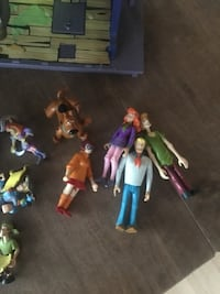 Scooby Doo house plus figurines and mystery machine Surrey, V3W