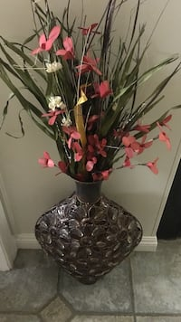 black and gray steel vase with pink flowers Bakersfield, 93314