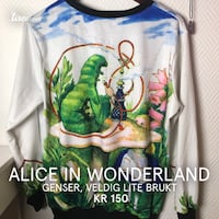 hvit og flerfarget Alice in Wonderland grafisk sweatshirt 6095 km