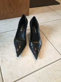 pair of black leather pointed-toe heeled shoes Mississauga, L4Z 4H6