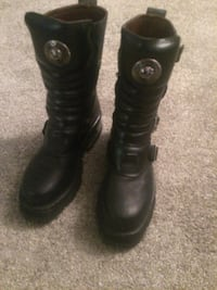 Pair of black leather combat boots New Rock Original  C 41 in Italian Which is like a 9 in conversion I do believe. Located in woodlands SW. Condition is new  but dusty as they have been sitting in a shelf for some time.  http://www.newrock.com/areaprivad Calgary, T2E