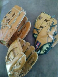 3 baseball kids gloves  Des Moines, 50316
