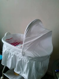 baby's white bassinet Union City, 94587