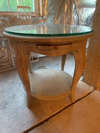 Chalk paint end table Columbia, 21045