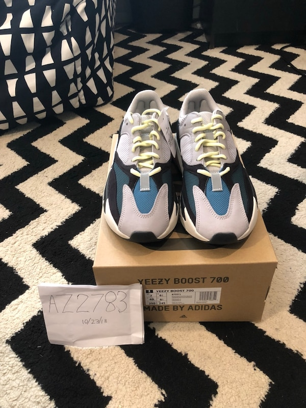 sports shoes d63dd fc7ed DS YEEZY WAVE RUNNER 700